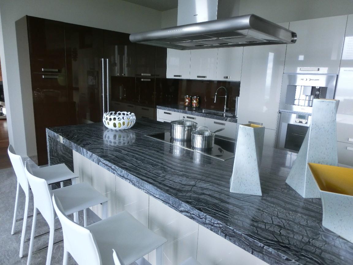 """Cucina Kristal di Gicinque arreda lussuosa villa in un quartiere """"in"""" di Vancouver (Canada)"""