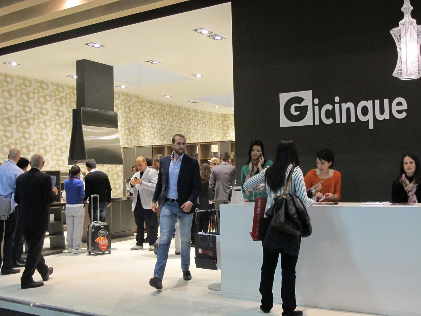 Stand gicinque salone del mobile 2012 gicinque cucine for Pultrone arredamenti