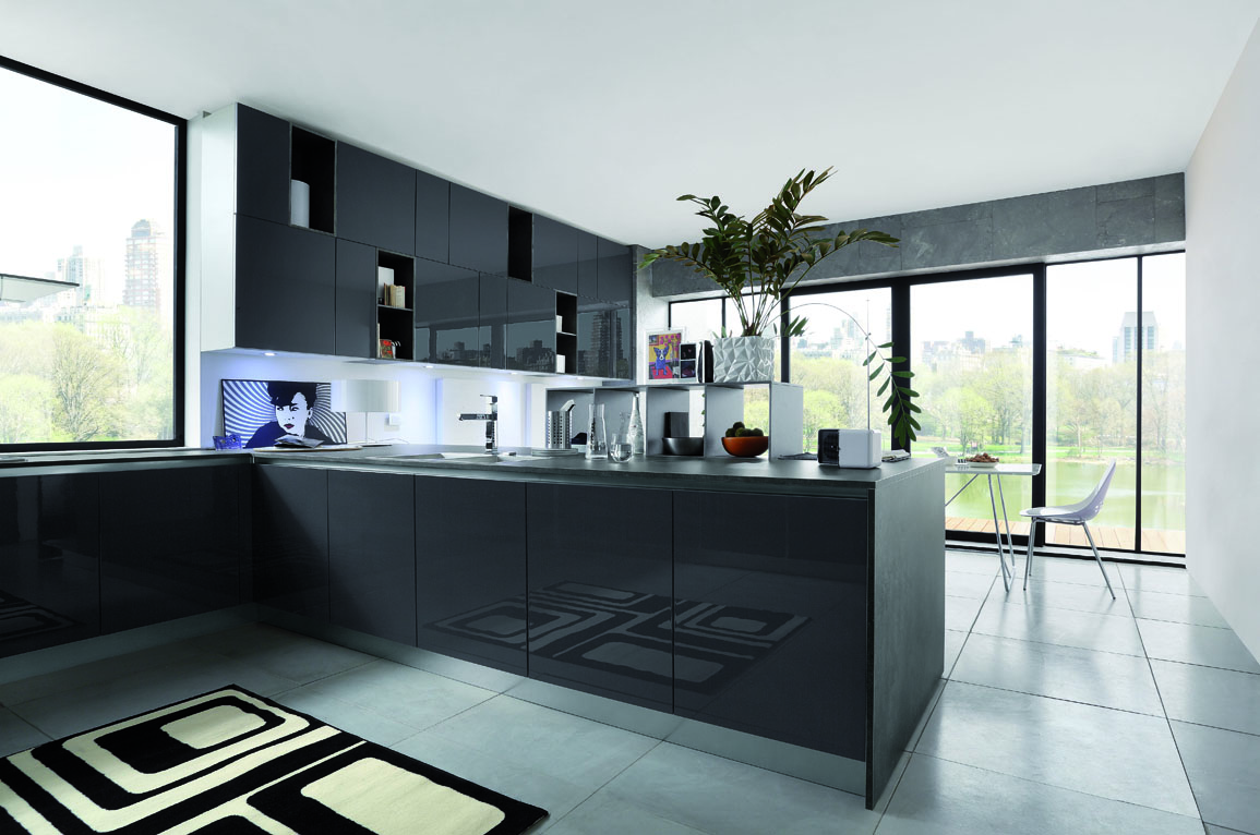 Primafila lucentezza e colore per uno stile moderno in for Cucina italiana mobili