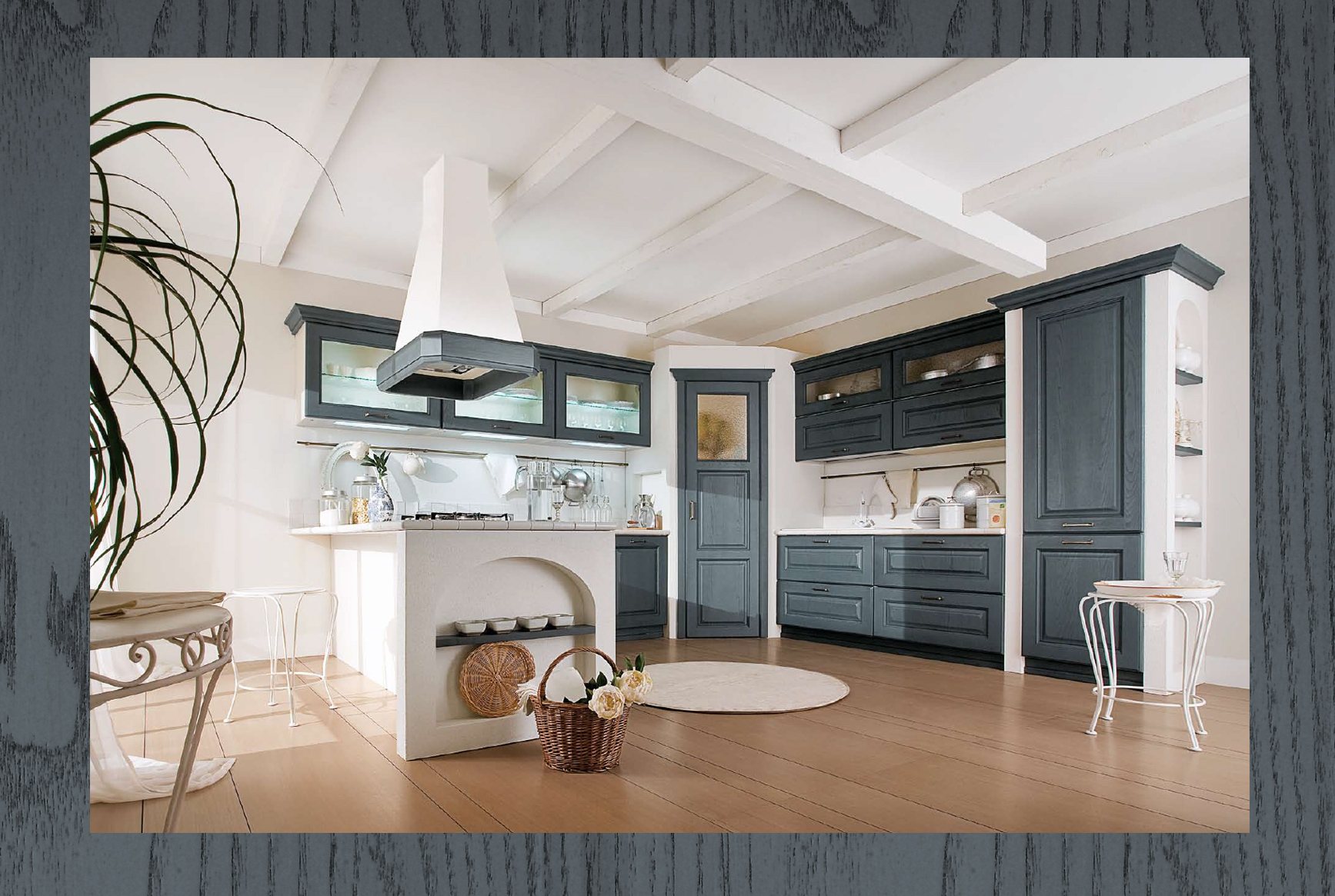 Canova kitchen in anthracite finish … smell of the sea … and linguine with cuttlefish and mussels !