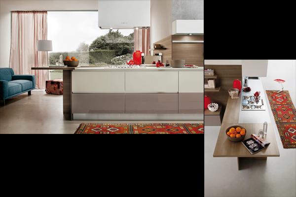 Cucina Myglass con ante vetro finitura lucida visone, grigio e bianco e penisola in legno