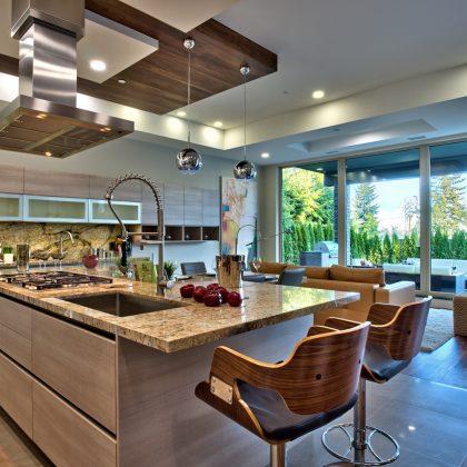 Cucina moderna Joy in lussuosa villa a Vancouver