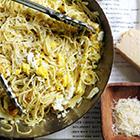 """Gli Spaghetti Mimosa: una ricetta in """"giallo"""" per la Festa della Donna."""