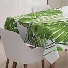 Tendenza foliage in cucina: foglie e fiori su pareti, arredi e tessili.