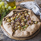 Settembre a tavola: Galletta salata con uva e cipolla rossa